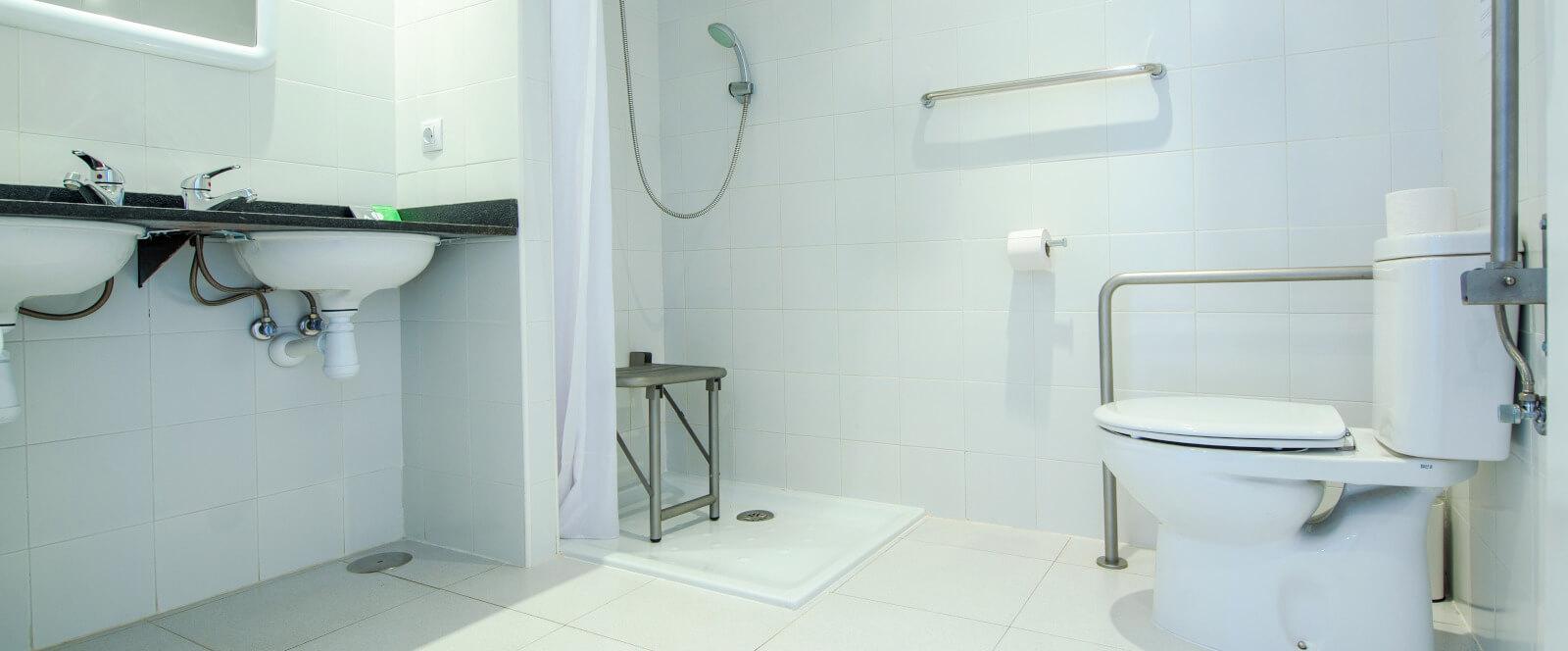 Baño habitación adaptada (2) Campus Cerdanya